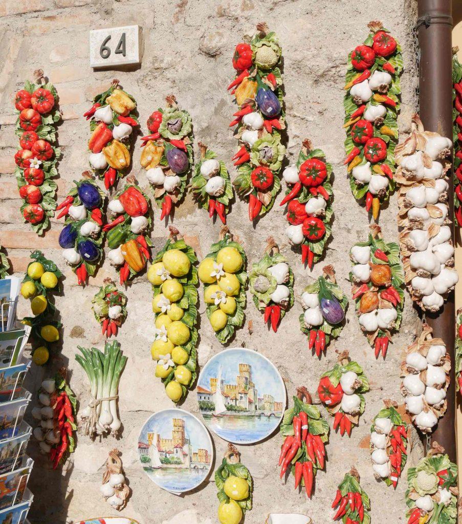 Gemüse und Obst symbolisieren die Vielfalt des Angebots
